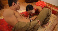 ลูกเงี่ยนจับเย็ดแม่แท้ๆคาชุดตรุษจีนสีแดงเห็นแล้วเงี่ยนอยากกระแทกหีสักที